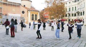 Joyful Dances in piazza San Giacomo Dall'Orio a Venezia