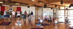 Respirazione fluida e <br>Otto movimenti dello Yantra Yoga per coordinare <br>la respirazione e l'energia