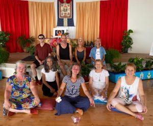 Studio e pratica della Danza del Canto del Vajra a Dzamling Gar