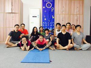 Prima e seconda serie di Yantra Yoga a Samtengar, Cina